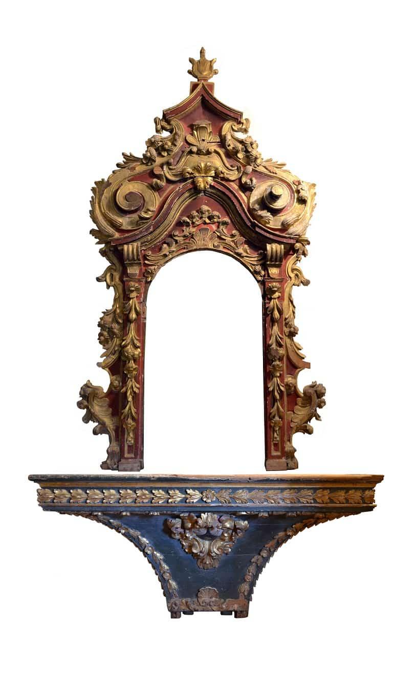 2. Artista desconocido Retablo hornacina y mesa de altar, s. XVIII Madera tallada, policromada y dorada
